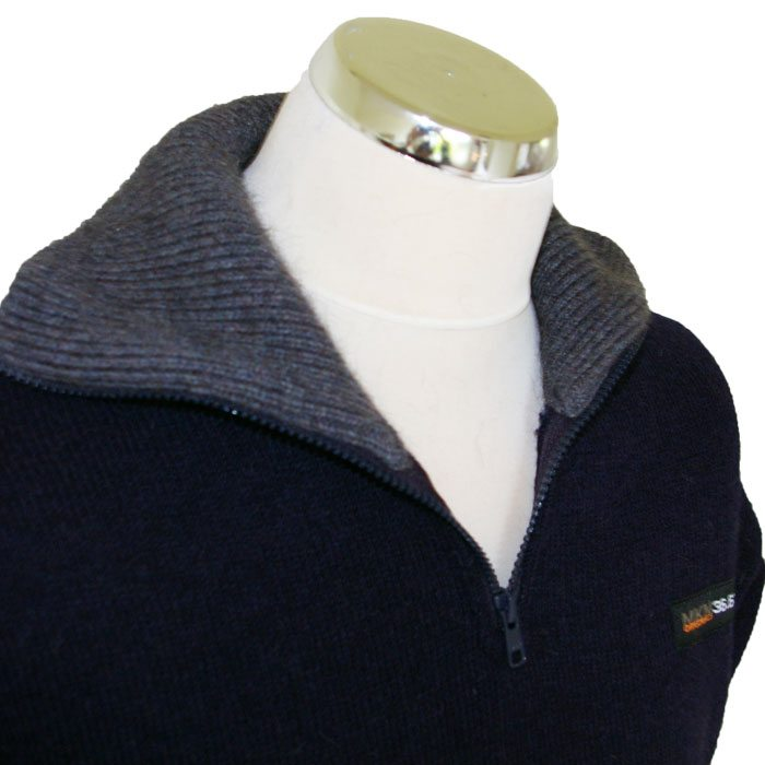 Possum Merino Mens Tasman Half Zip Jumper in Navy Collar Detail