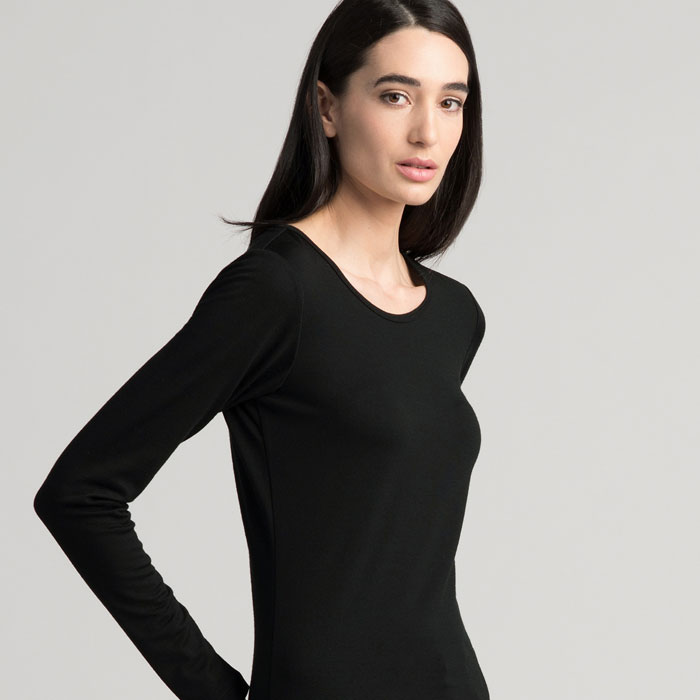 Merino Scoop Neck in Black Side