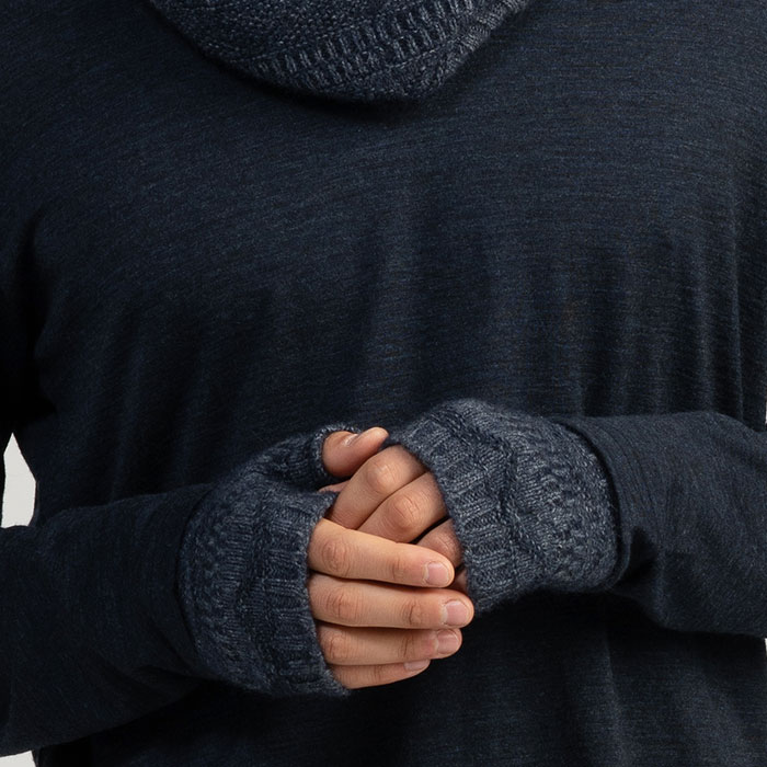 Merino Mink Peak Wristwarmers in River