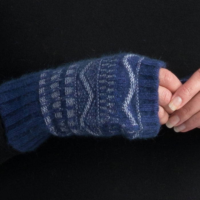 Possum Merino Peak Wristwarmers in Duke