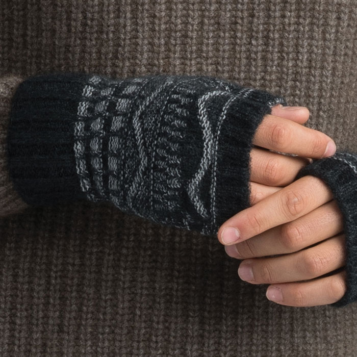 Possum Merino Peak Wristwarmers in Graphite