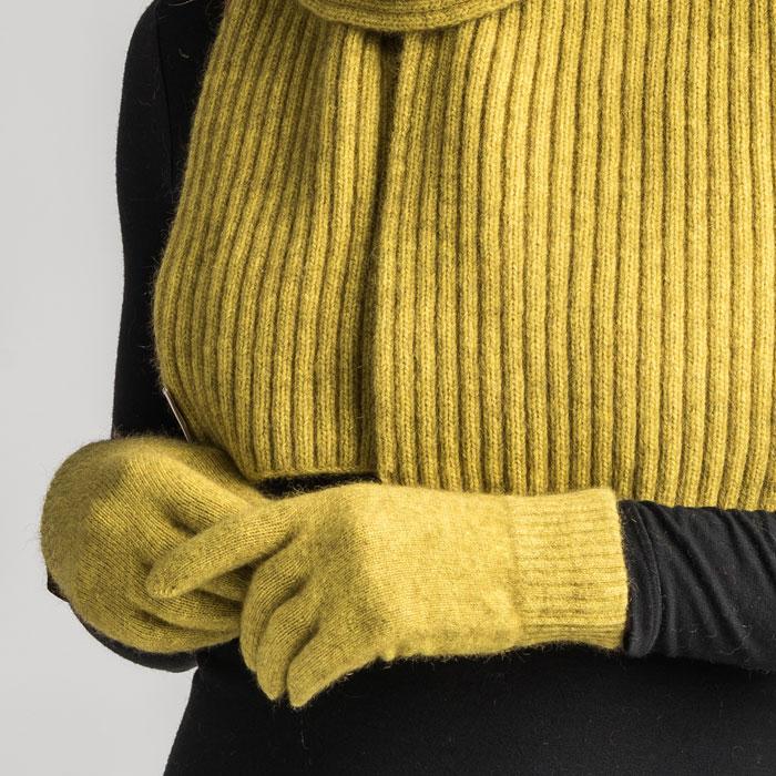 Merino Mink Gloves in Golden