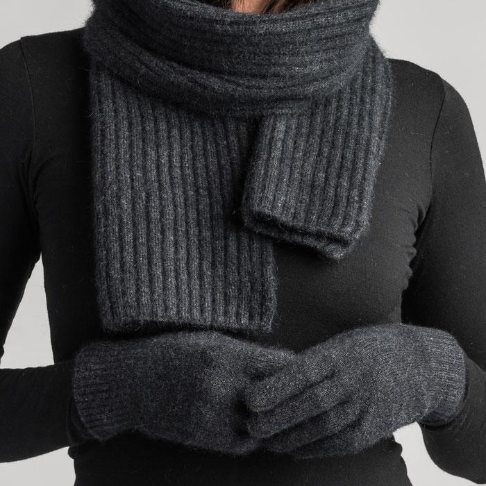 Merino Mink Gloves in Graphite