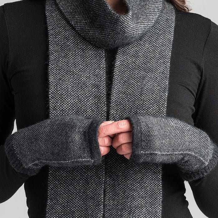 Merino Mink Tweed Wristwarmers in Graphite