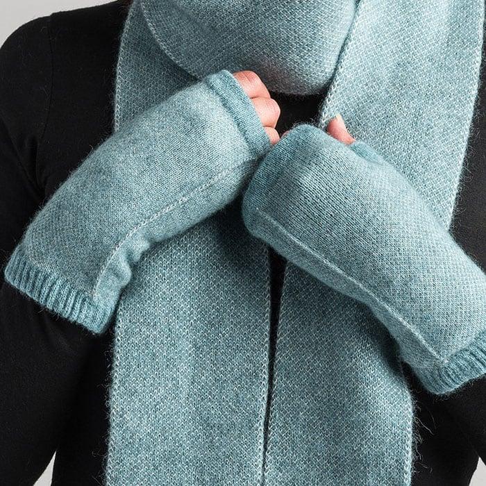 Merino Mink Tweed Wristwarmers in Mist Alt